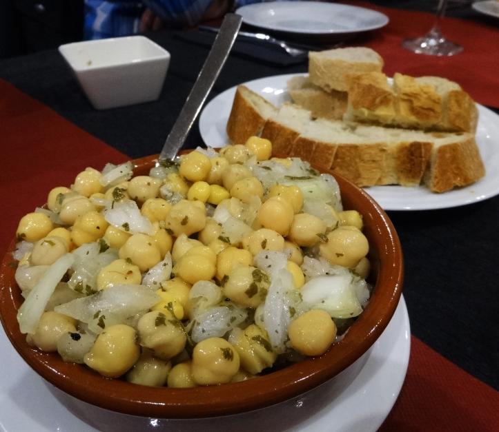 bacallà esqueixat amb cigrons oporto restaurant