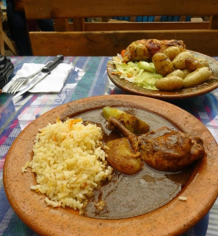 Plats de pepián i pollastre a la brasa del Rincón Típico