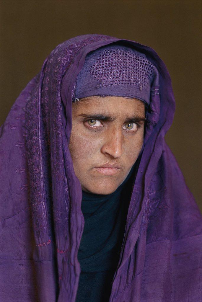 nena-afganesa-17-anys-despres-steve-mccurry