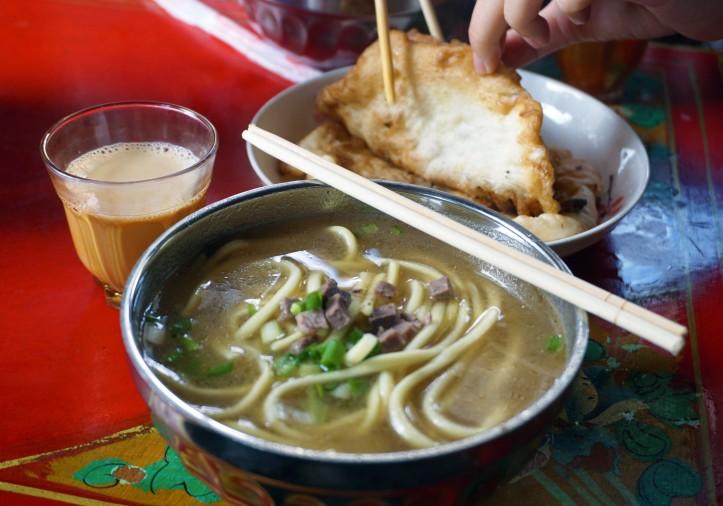 Thupka i te dolç en restaurant tibetà